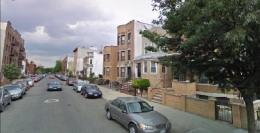 """Residential Astoria <a href=""""http://www.flickr.com/photos/85625337@N00/1759968868/in/set-72157602175680359/"""">photo by</a>"""